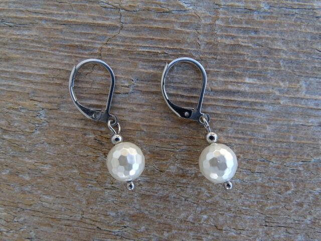 Fehér Gyöngyház fazettált ásvány fülbevaló 8 mm