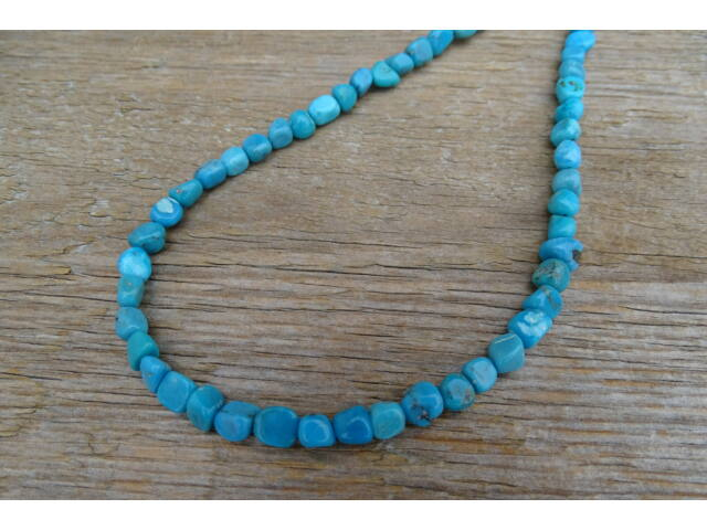 Türkiz extra gömbölyített ásvány nyaklánc